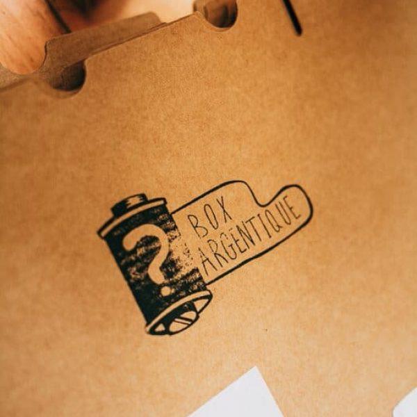 Tampon avec logo Vectoriel Personalisé Box argentique.